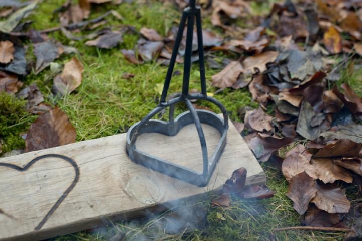 brandeisen herz fackelschalen feuerk rbe zubeh r garten. Black Bedroom Furniture Sets. Home Design Ideas