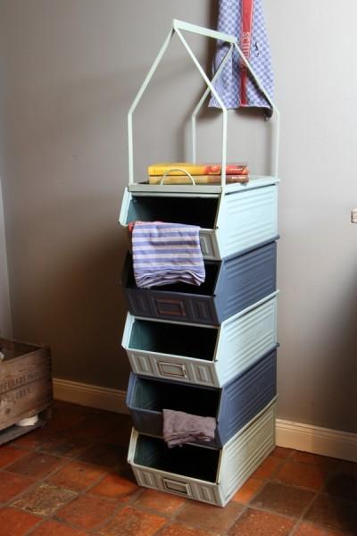 regal hochhaus zum ordnen und verstauen wohnen. Black Bedroom Furniture Sets. Home Design Ideas