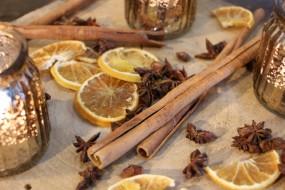 Orangenscheiben, Anissterne & Zimtstangen