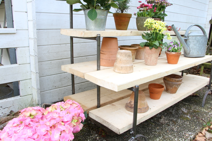 "Blumentreppe ""Modell 18"" mit Holz"