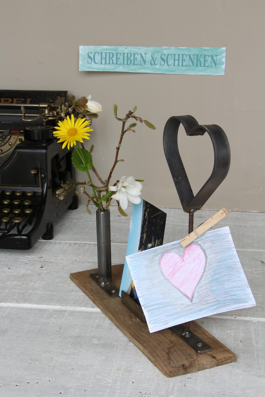 Vase mit Herz und Bilderhalter